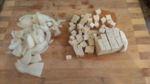 Как нарезать лук и тофу