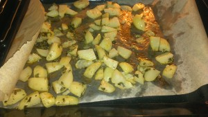 Готовые запеченые картофельные дольки